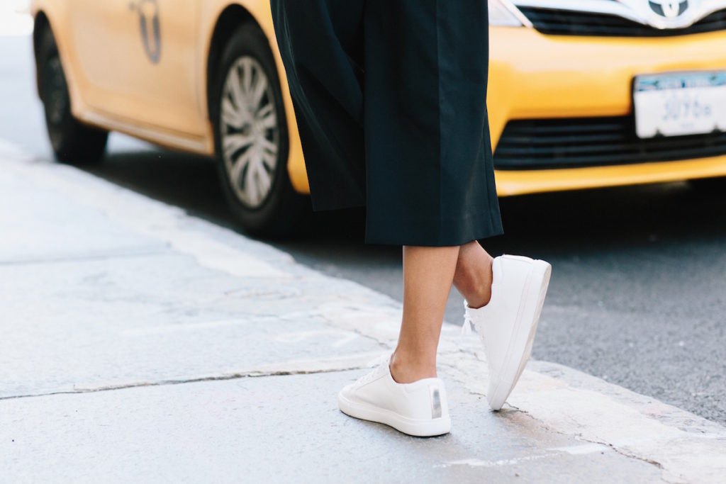 kenneth cole white low top sneakers
